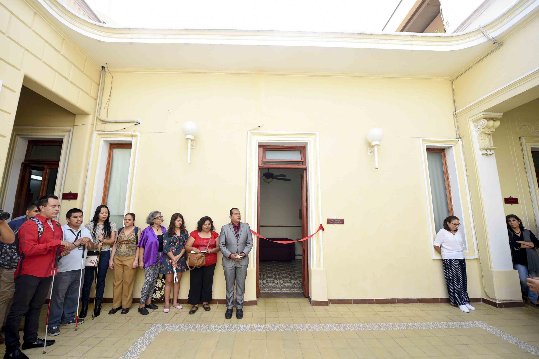El centro de información para discapacitados visuales, afuera del espacio ubicado en la Coordinacion de Bibliotecas