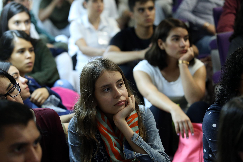 Publico asistente al Primer Simposio de Terapias Alternativas y Tradicionales, en el CUCS