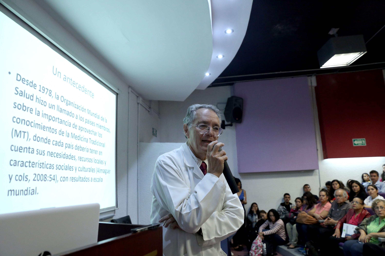 Jefe de la Unidad de Investigación Social, Epidemiología y Servicios de Salud, del Instituto Mexicano del Seguro Social (IMSS), doctor Javier García de Alba García, haciendo uso de la palabra