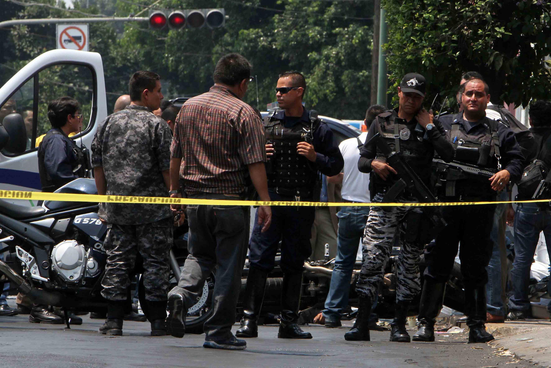 Policías municipales y estatales de Jalisco, acordonado la zona