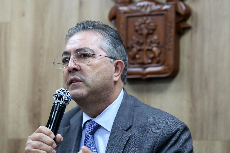 El doctor Carlos Beas Zárate rector del Centro Universitario de Ciencias Biologicas y Agropecuarias