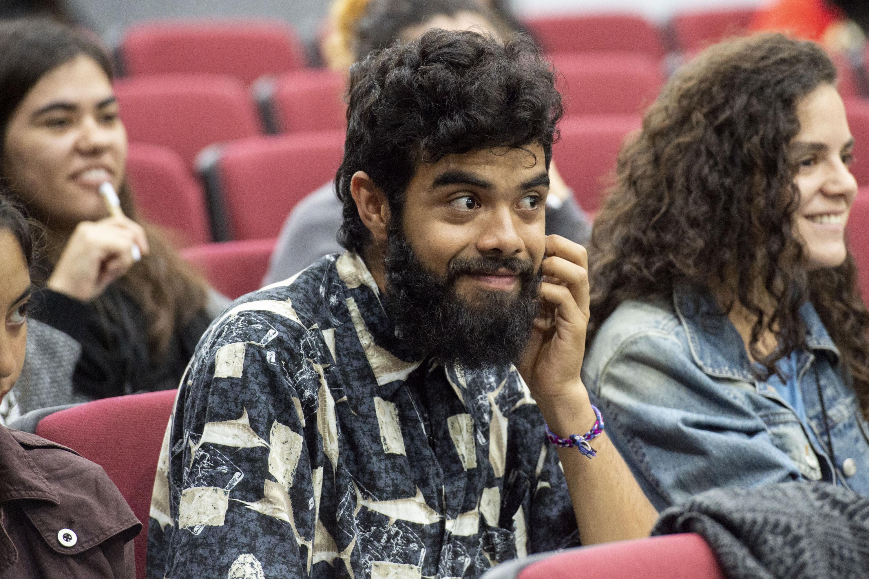 Público asistente en conferencia.