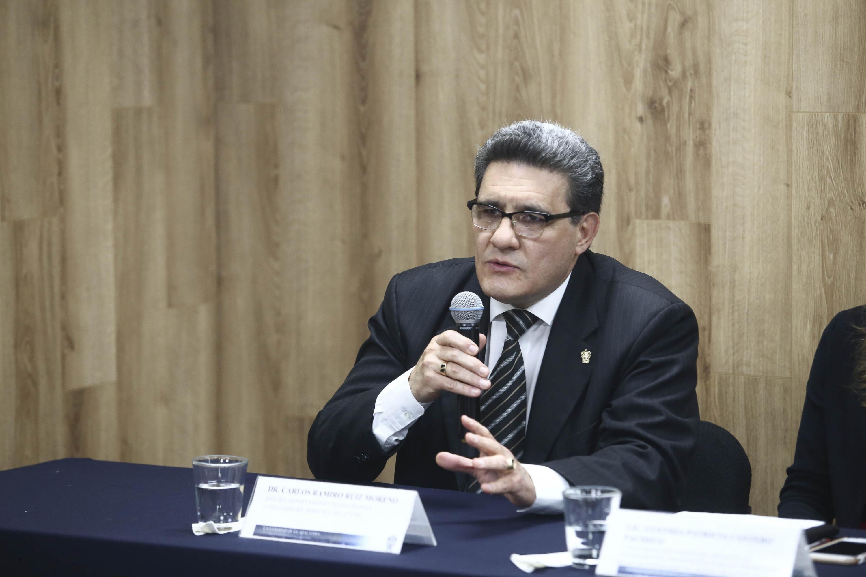 Jefe del Departamento de Disciplinas Auxiliares del Derecho del CUCSH, doctor Carlos Ramiro Ruiz Moreno, haciendo uso de la palabra durante rueda de prensa