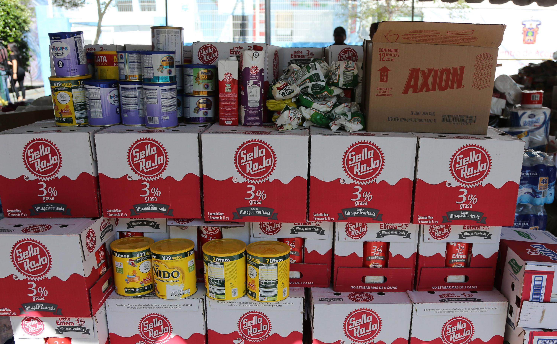 Centro de acopio de la Universidad de Guadalajara, recibiendo donaciones de diversos artículos, para las comunidades de Sinaloa afectadas por las lluvias de los pasados días.