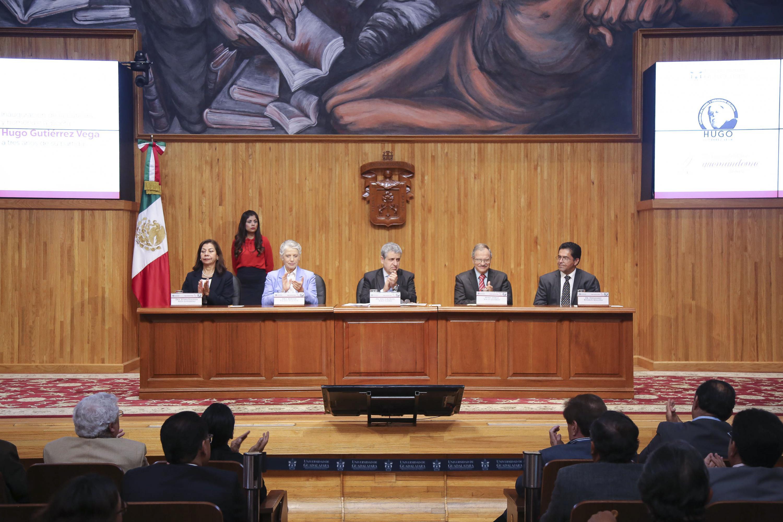 """Homenaje y ceremonia de inauguración de la Cátedra de Poesía y Periodismo Cultural """"Hugo Gutiérrez Vega"""