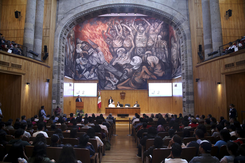 Panoramica del paraninfo universitario durante la ceremonia de inauguración