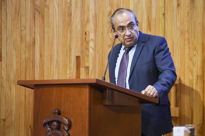 Jefe del Departamento de Turismo, Recreación y Servicio del CUCEA, doctor Salvador Gómez Nieves, haciendo uso de la palabra