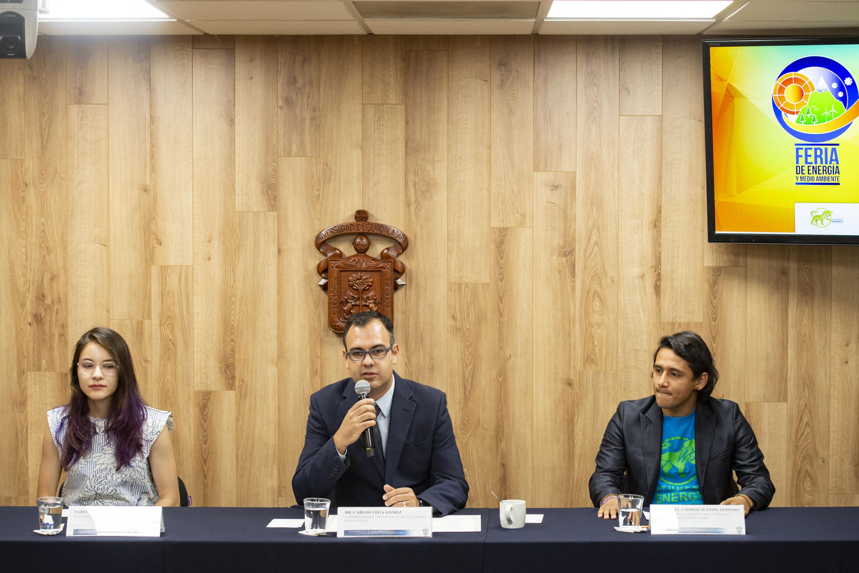 Doctor Carlos Vega Gomez haciendo uso de la palabra durante rueda de prensa