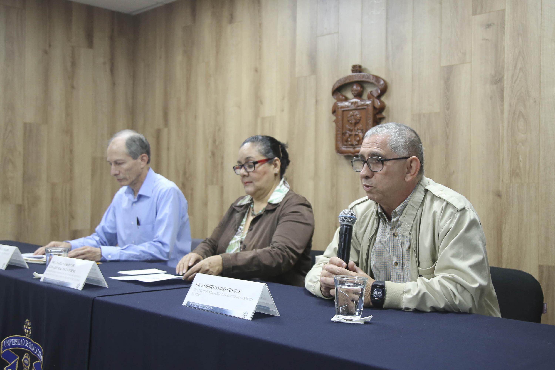 Los tres especiualistas ofrecieron una rueda de prensa para anunciar las actividades por el día mundial de la salud mental