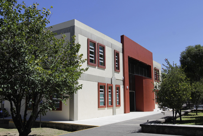 Fachada de uno de los nuevos edificios de la Preparatoria 15 de la Universidad de Guadalajara