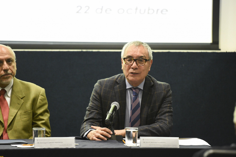 Doctor Luis F Aguilar Villanueva, haciendo uso de la palabra