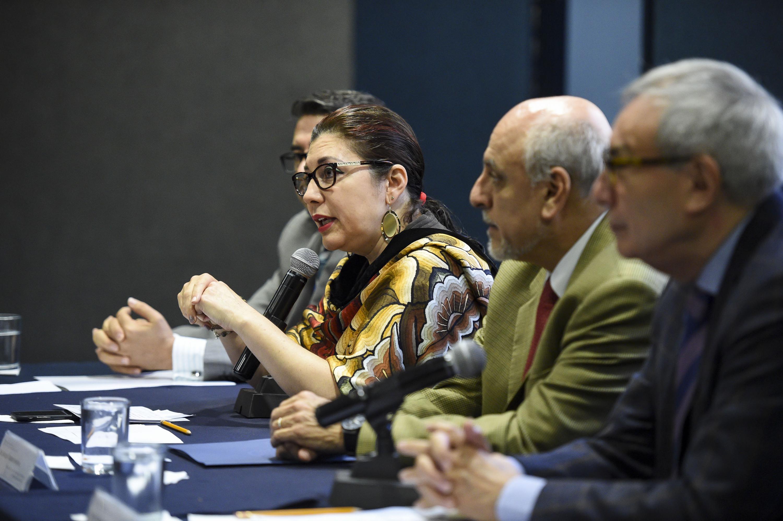 Vicerrectora Ejecutiva de la UdeG, doctora Carmen Rodríguez Armenta, haciendo uso de la palabra