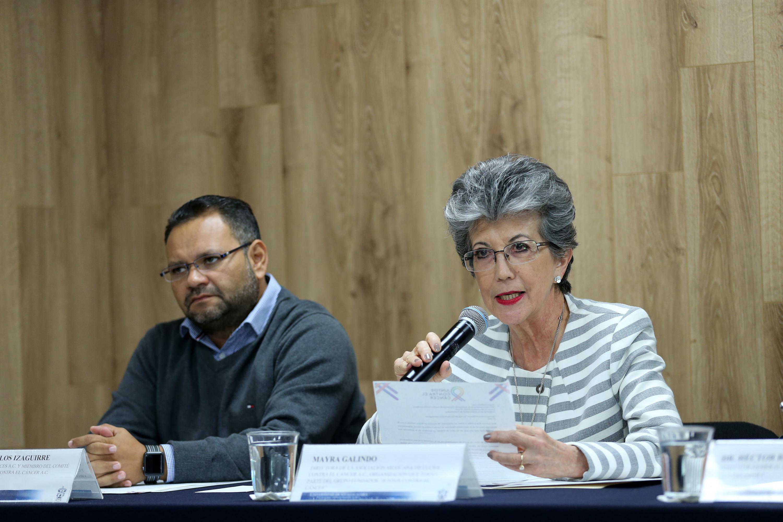 Directora de la Asociación Mexicana de Lucha contra el Cáncer, Mayra Galindo Leal, participando en la rueda de prensa