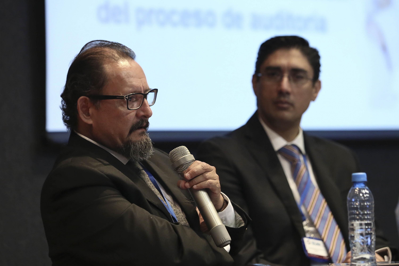 Maestro Emilio Barriga Delgado, Auditor Especial del Gasto Federalizado, de la Auditoría Superior de la Federación; con micrófono en mano, haciendo uso de la palabra.