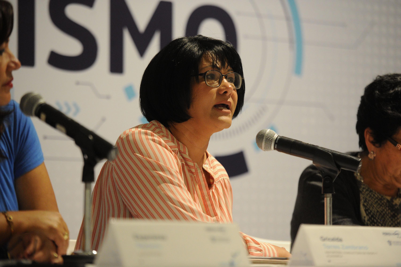 Gricelda Torres hablando al publico presente en el MUSA