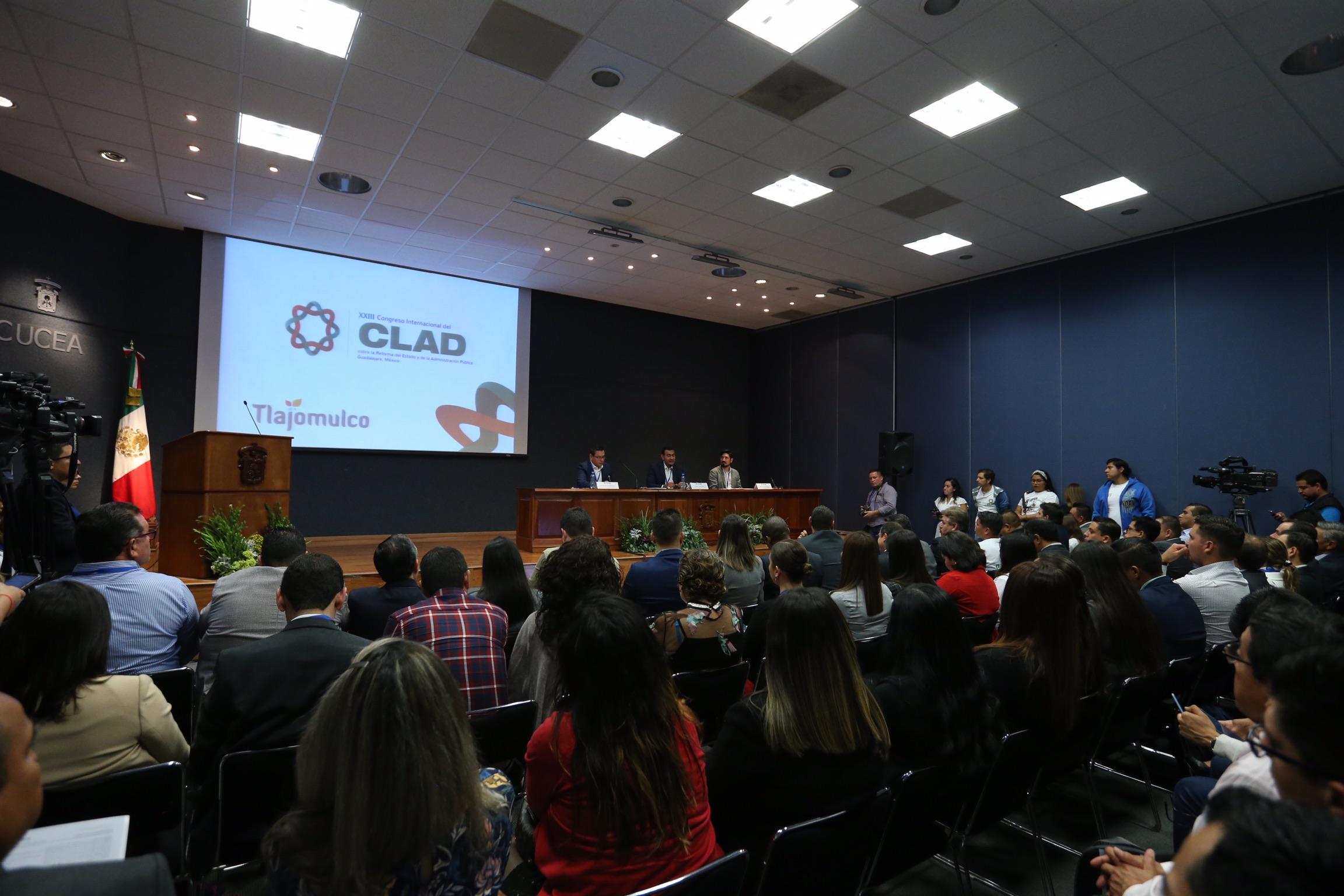 """Mesa """"Los retos de la metrópoli: gestión, coordinación y gobernanza. El caso del Área Metropolitana de Guadalajara, México"""", en el vigésimo tercer Congreso Internacional del Centro Latinoamericano de Administración para el Desarrollo (CLAD) 2018."""