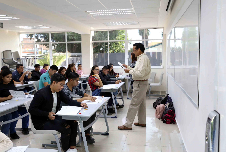 Los aspirantes acudieron a realizar el examen a las escuelas preparatorias y centros universitarios de la UDG
