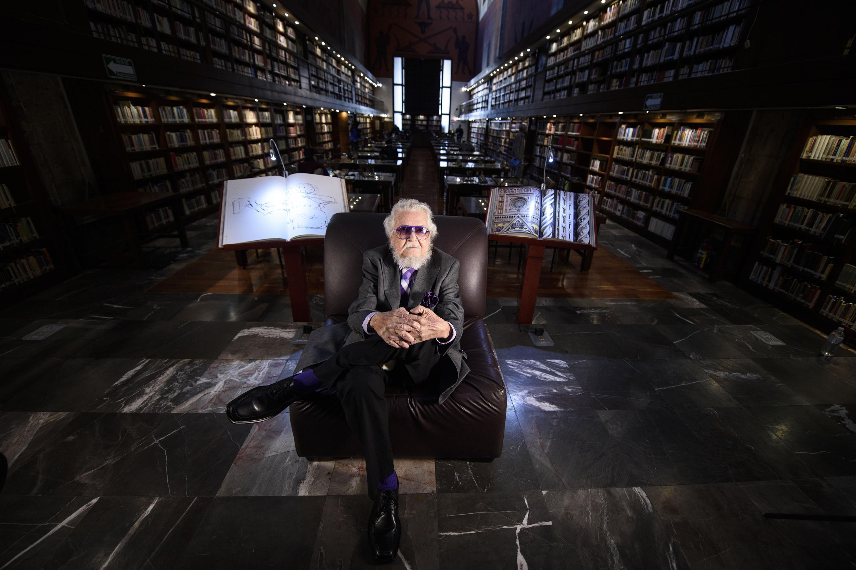 Fernando del Paso fue retratado en el interior de la Biblioteca Iberoamericana Octavio Paz