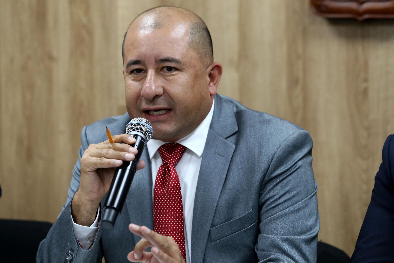 Director Académico de UDGVirtual, doctor Jorge Alberto Balpuesta Pérez, haciendo uso de la palabra durante la rueda de prensa