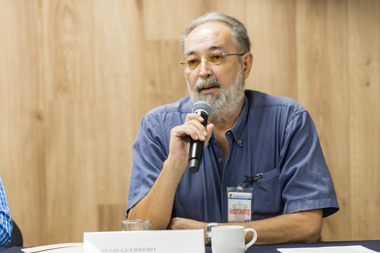 El señor Hugo Guerrero habló durante la rueda de prensa