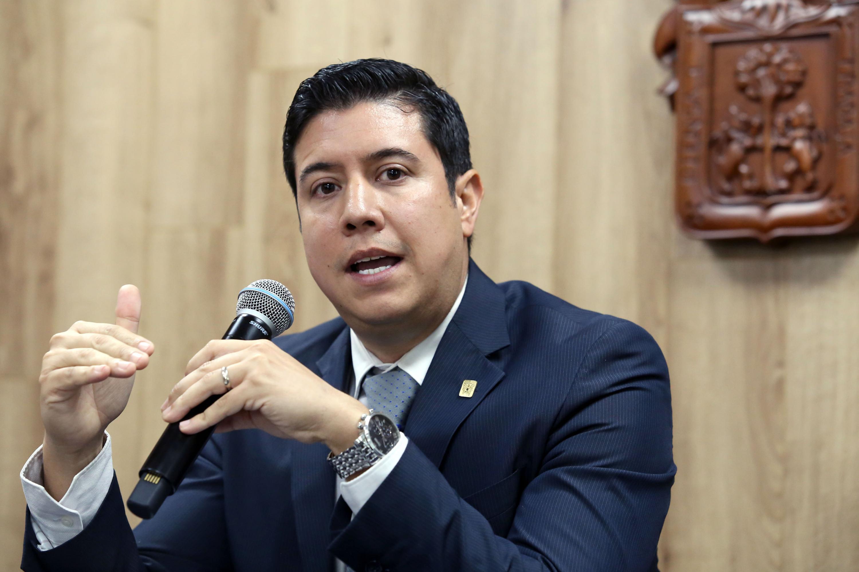 El doctor Rubén Bayardo González y el  doctor José María Chávez Maciel es el  el Coordinador de la Especialidad en Odontopediatría del CUCS