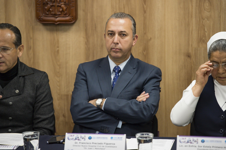 """Doctor Francisco Martín Preciado Figueroa, director del Nuevo Hospital Civil de Guadalajara """"Dr. Juan I. Menchaca"""", participando en la conferencia de prensa"""