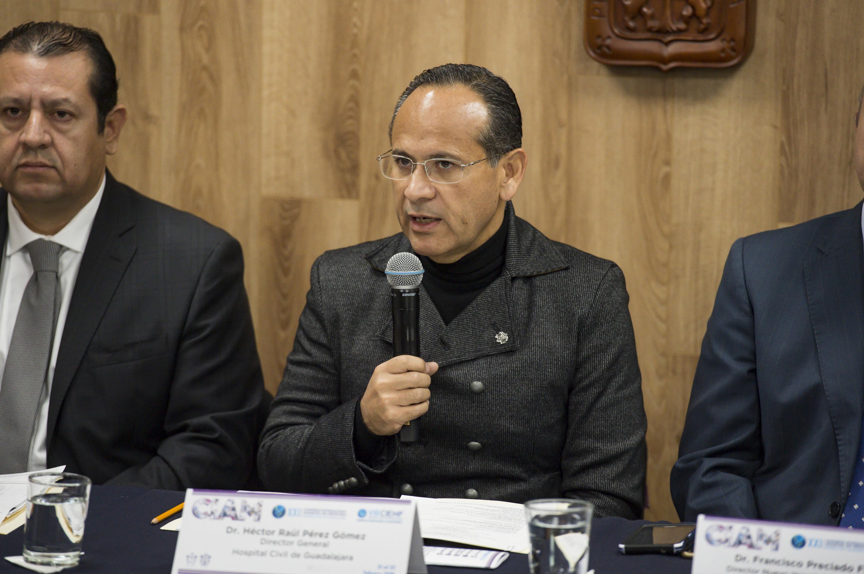 Director General OPD Hospital Civil de Guadalajara (HCG), doctor Héctor Raúl Pérez Gómez, participando en la conferencia de prensa