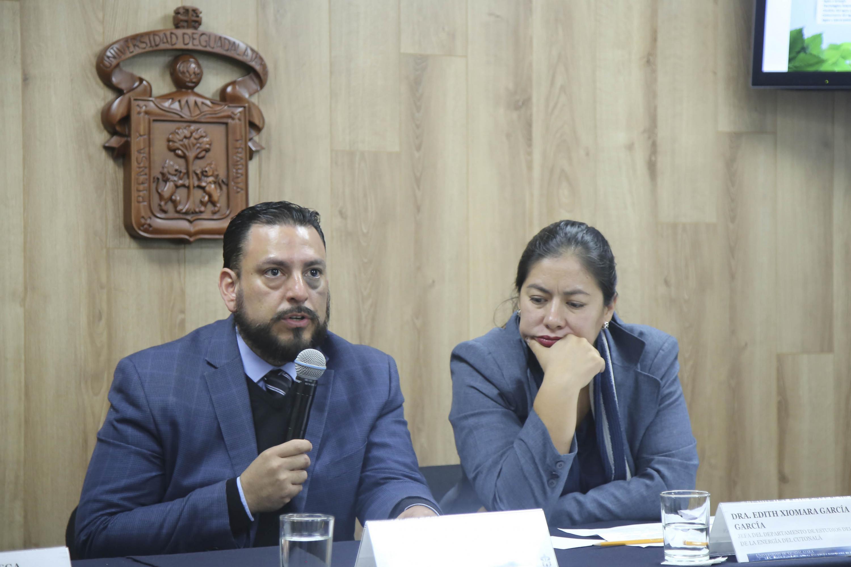 Director de la División de Ingenierías e Innovación Tecnológica del CUTonalá, doctor Carlos Alberto Franco Reboreda, haciendo uso de la palabra durante la rueda de prensa