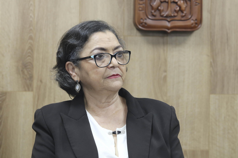 Rectora del CUCEI, doctora Ruth Padilla Muñoz, participando en rueda de prensa