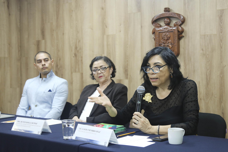 Directora de Contenidos de la FIL, licenciada Laura Niembro Díaz, haciendo uso de la palabra