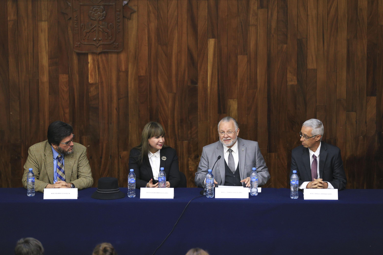 Mesa del presidium con el Mtro. Rolando Gutierrez, la Dra. Rosalinda Mariscal Flores, Jose Trinidad Padilla Lopez y elmtro Enrique Cardenas