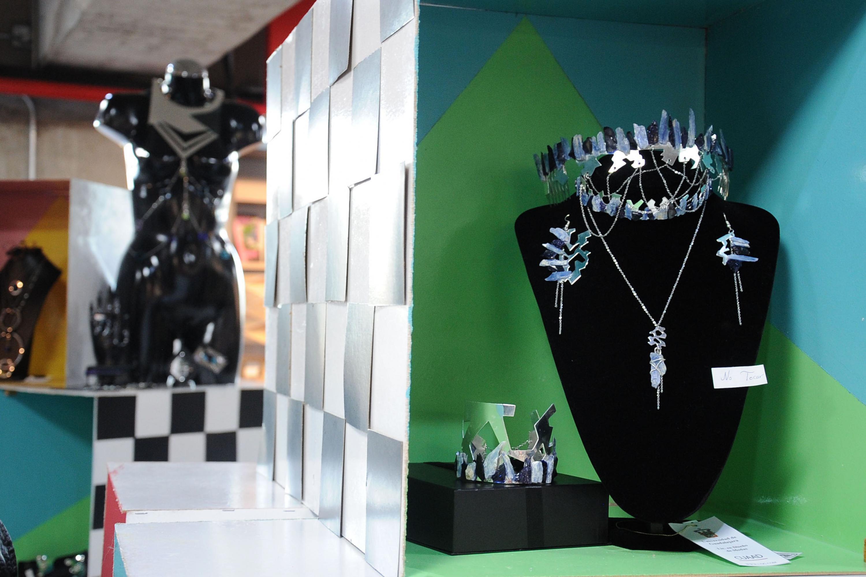 Joyeria y accesorios metalicos de la exposicion de diseño dedicada a Fernando del Paso