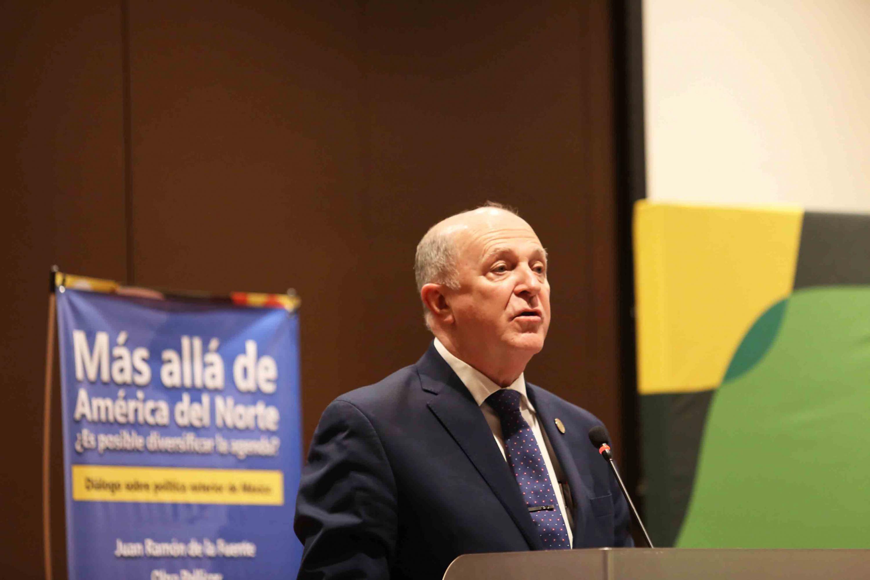 Rector General de la Universidad de Guadalajara, doctor Miguel Ángel Navarro Navarro, haciendo uso de la palabra.