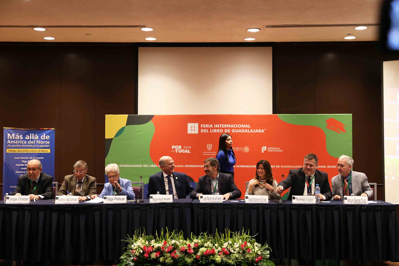 Foro de Análisis Más allá de América del Norte ¿Es posible diversificar la agenda? Diálogo sobre política exterior de México, celebrado en el marco de la Feria Internacional del Libro de Guadalajara.