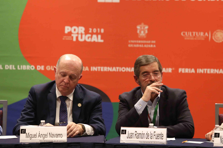 El Rector General de la UdeG y  Juan Ramón de la Fuente, Profesor Emérito de la UNAM, sentados durante el Foro de Análisis.