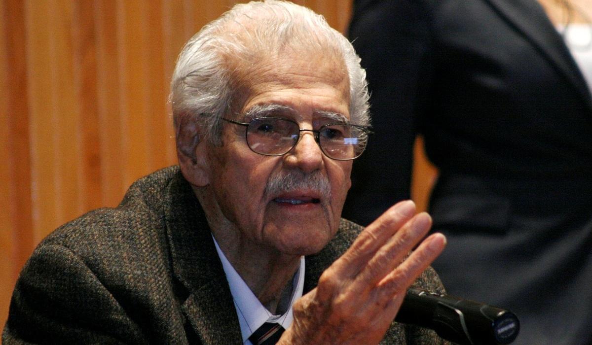 Doctor Jesús Mario Rivas Souza, Maestro Emérito (1994) y Doctor Honoris causa (2011) por la Universidad de Guadalajara.