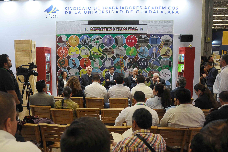Los líderes sindicales de trabajadores académicos de universidades ofrecieron una rueda de prensa en la FIL 2018