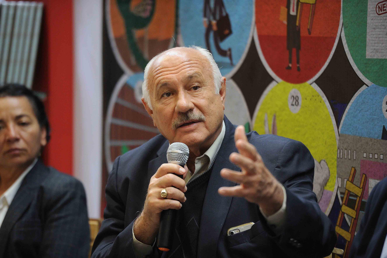 El Secretario General de la Contu, Enrique Levet Gorozpe hablando al microfono