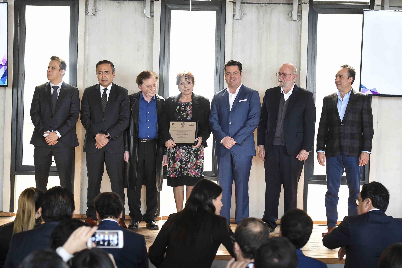 El Gobernador de Jalisco y representantes de Ciencia y Tecnología