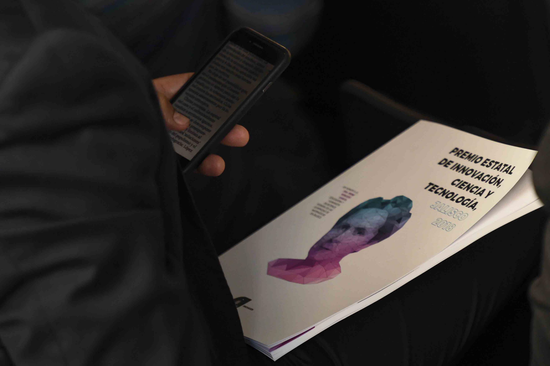A los ganadores se les entregó una publicación conmemorativa del premio