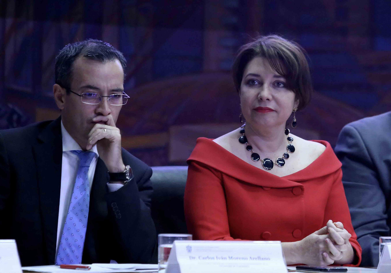 Doctor Carlos Iván Moreno Arellano y la doctora Carmen Enedina Rodríguez Armenta