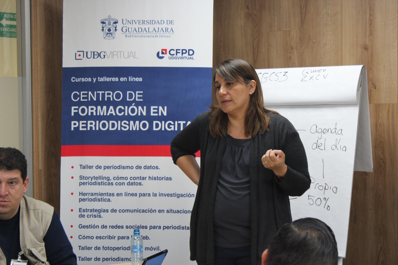 Personas tomando un Taller del Centro de Información de Periodismo Digital.