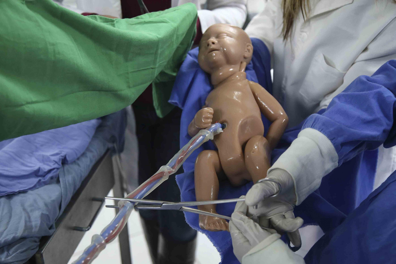 Simulación de labor de parto con robots, como parte de su formación, desarrollo capacidades y destreza ante casos clínicos