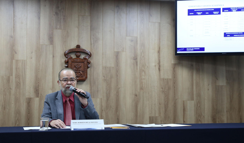 El maestro Roberto Rivas Montiel respondio las preguntas de los reporteros