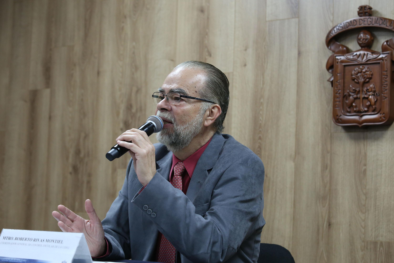 El maestro Roberto Rivas Montiel mostro documentación de los resultados de ingreso