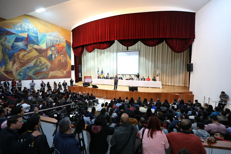 Vista panorámica del auditorio de la escuela preparatoria No. 5