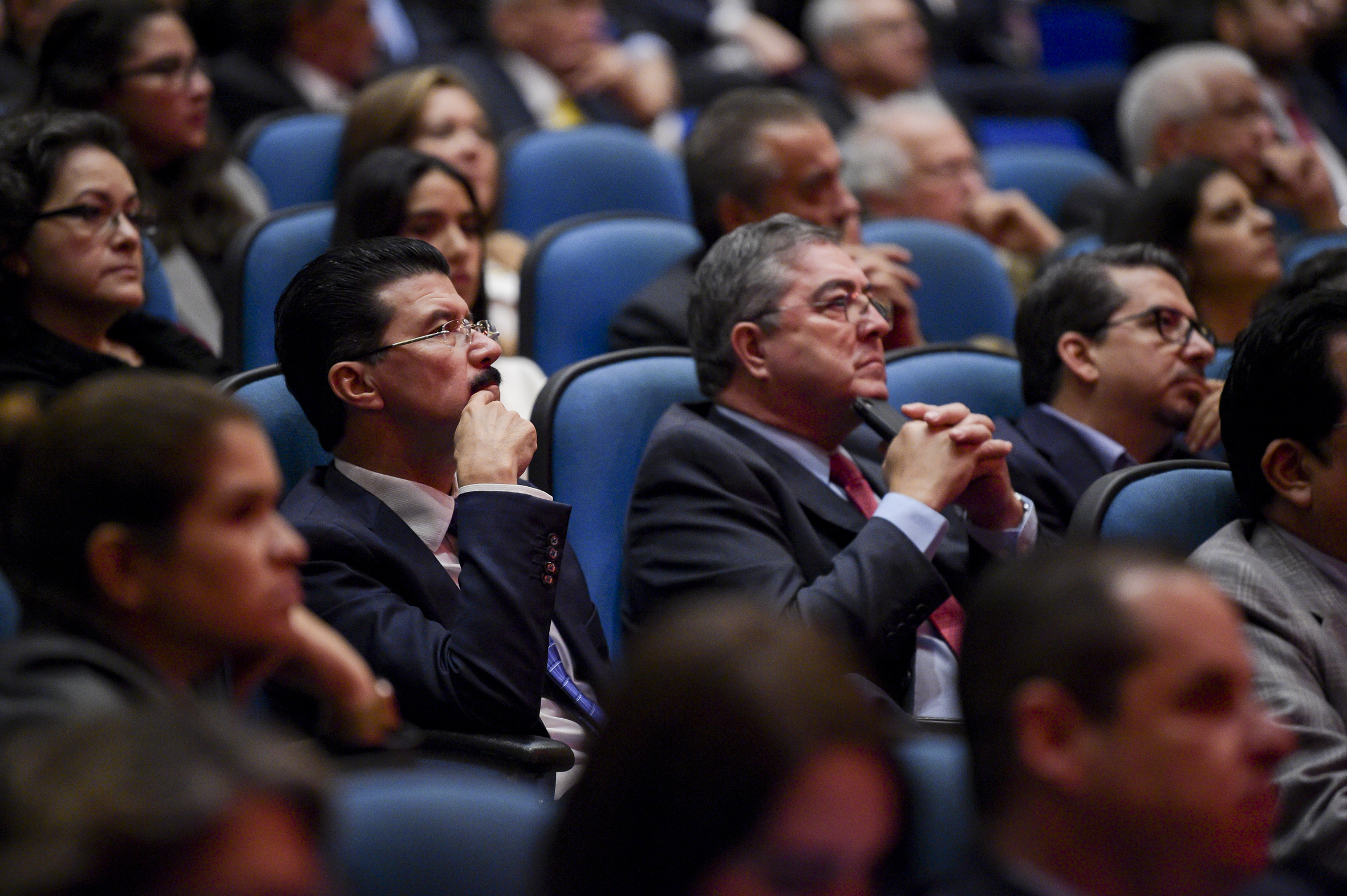 Rectores de la Universidad de Guadalajara durante la lectura del informe