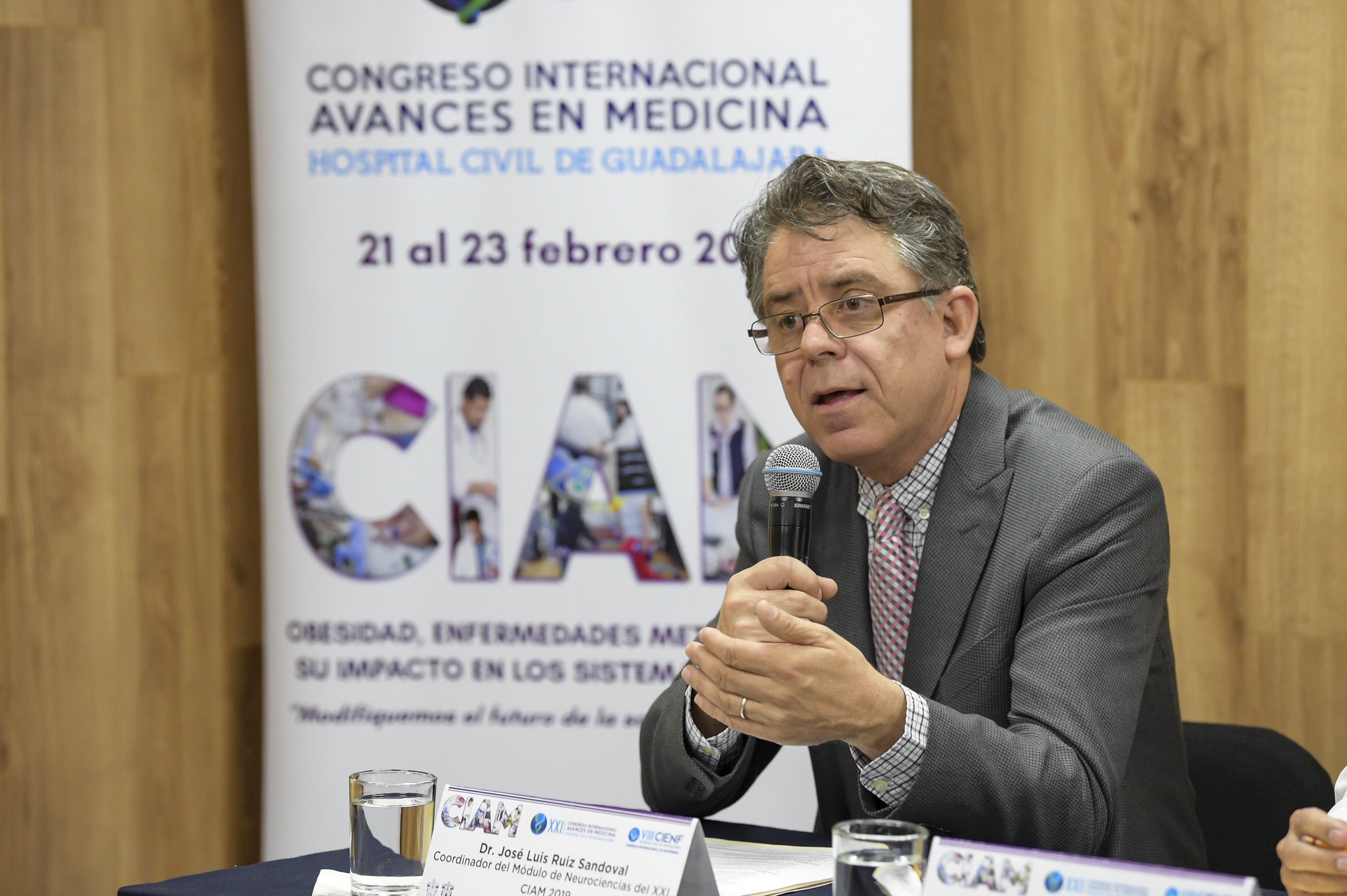Coordinador del Módulo de Neurociencias, doctor José Luis Ruiz Sandoval, haciendo uso de la palabra durante la rueda de prensa