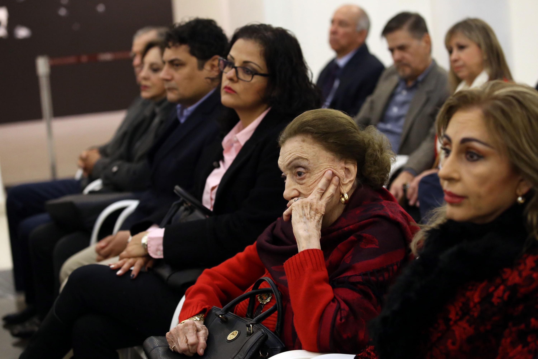 Su viuda sentada en primera fila en el homenaje luctuoso de Constancio Hernández Alvirde