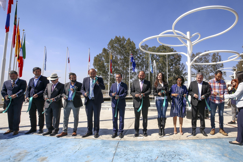Autoridades universitarios inauguraron la Plaza París que reconoce a los países que firmaron el Acuerdo de París, promovido por las Naciones Unidas sobre el Cambio Climático
